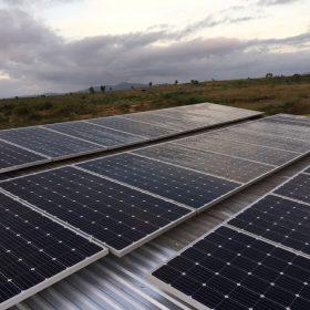 Điện năng lượng mặt trời trên mái nhà